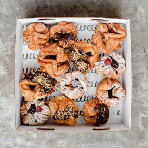 Caja con 12 karmelitos mix
